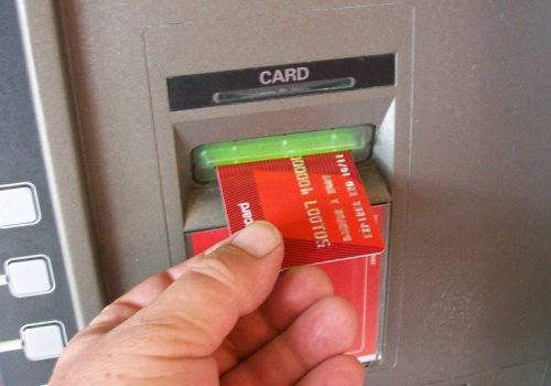 Kostenlos mit Kredit- & EC-Karten Geld abheben