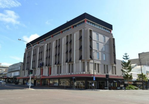 TOWNSVILLE: Madison Plaza Hotel